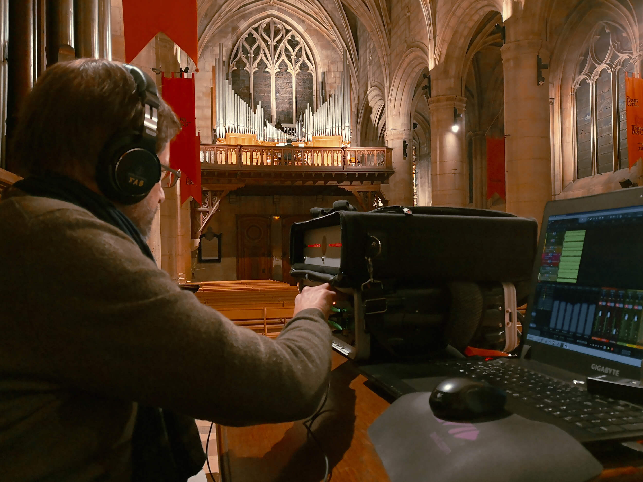Fabrice Chantôme recording historical French church organ with Goliath HD and 10M Atomic Clock